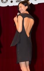 榮倉奈々背中出しドレス画像6