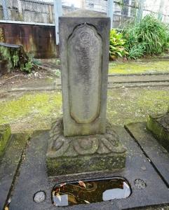 渋川昔尹の墓 戒名は「涼雲軒自肯元性居士」