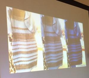 ドレスの色の見え方