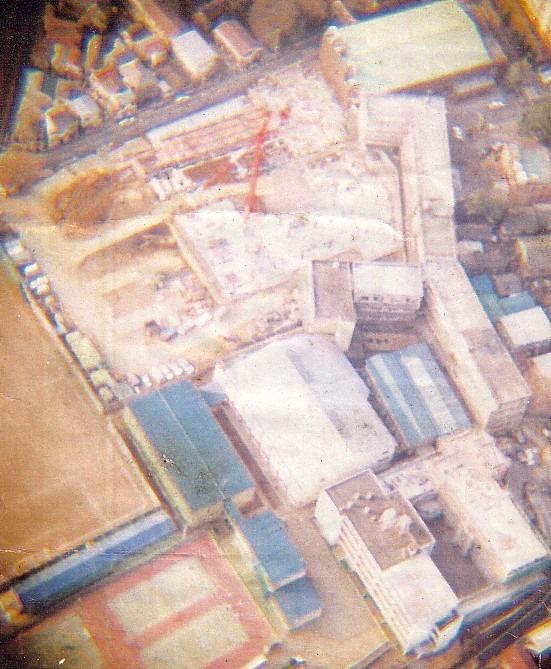 工事中の校舎