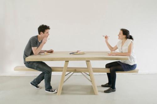 猫に小判_こんなテーブルは嫌だ!一人では使えないおもしろテーブル