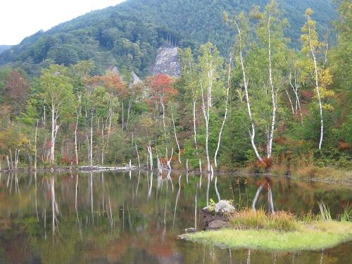 IMG_1179ちょっと紅葉した湖面