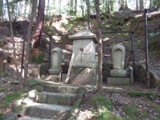 坂田金時の墓