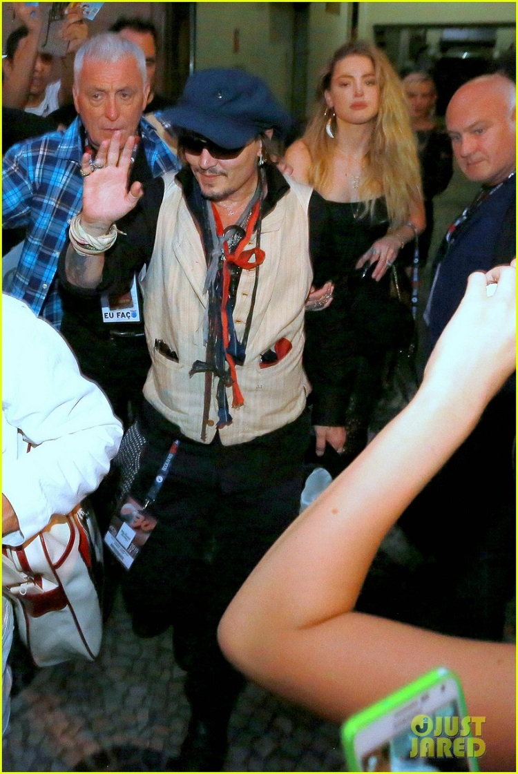 amber-heard-joins-johnny-depp-at-rock-in-rio-show-04.jpg