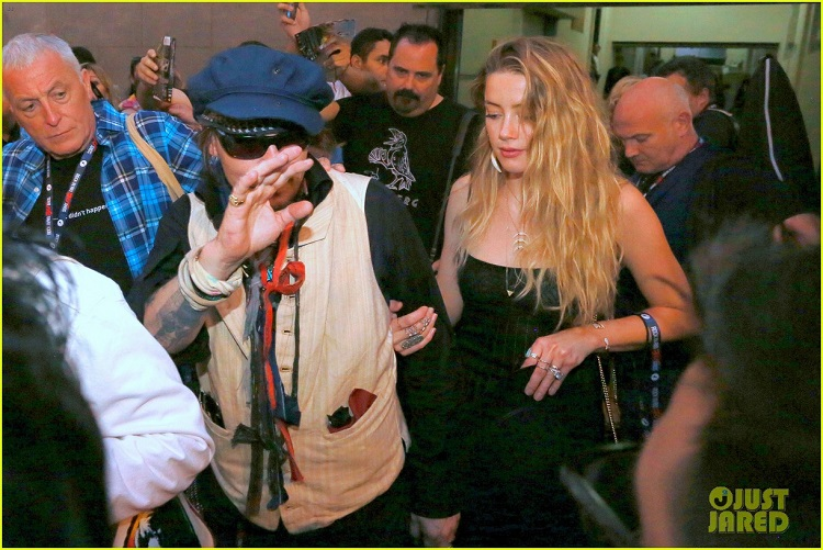 amber-heard-joins-johnny-depp-at-rock-in-rio-show-11.jpg