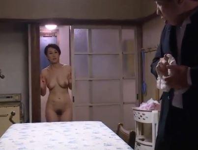 (ヒトヅマムービー)熟れた母親に性的感情を持ち始めた思春期のムスコ☆近親ソウカン