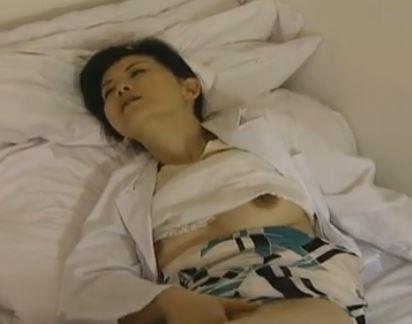 熟女看護師は夜勤中に妄想でマジオナニーする淫欲女【浅井舞香】
