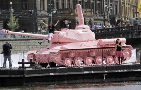 000 ピンクの戦車