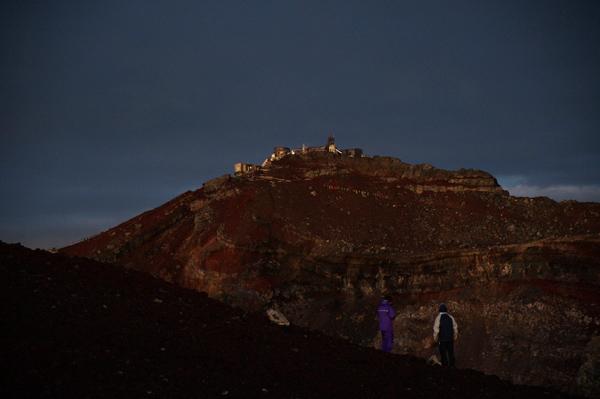 日の出前の山頂は異世界を感じる