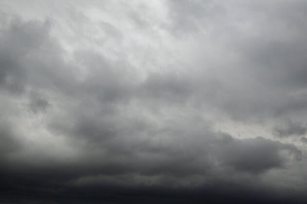 暗雲が垂れ込めてました