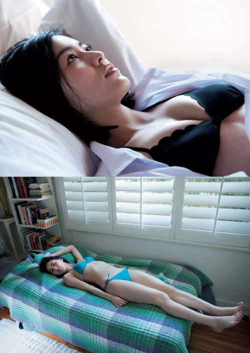 ベッドに横たわる松井珠理奈のセクシー画像