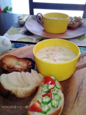 黄色のカップで野菜たっぷり豆乳スープ3
