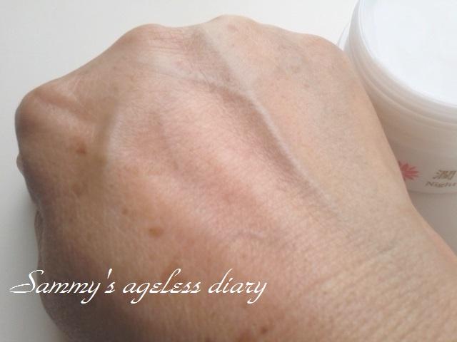 潤い月雫 塗った手