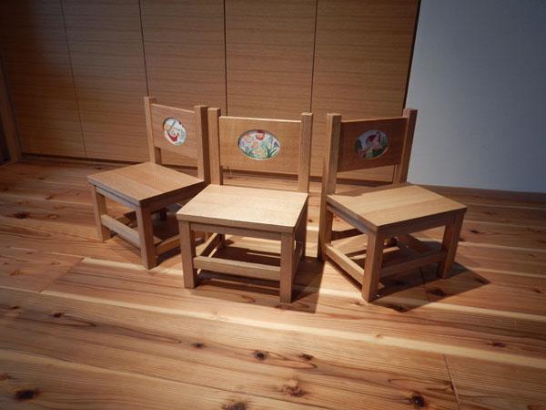 刺繍椅子1