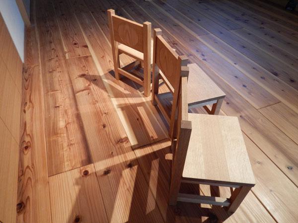 刺繍椅子2