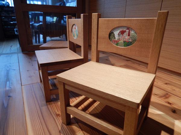 刺繍椅子3