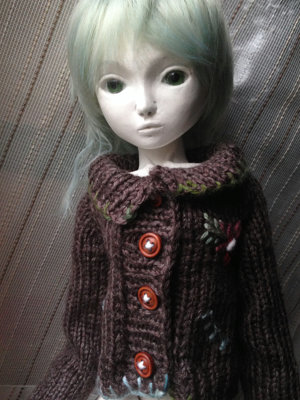 20150913 球体関節人形 手編みのカーディガン