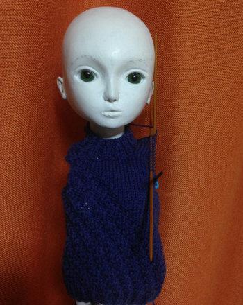 20150917 球体関節人形 セーター編んでます