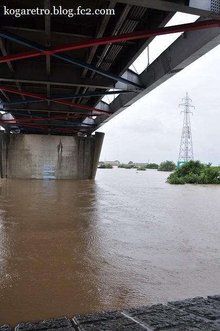 大雨の渡良瀬川