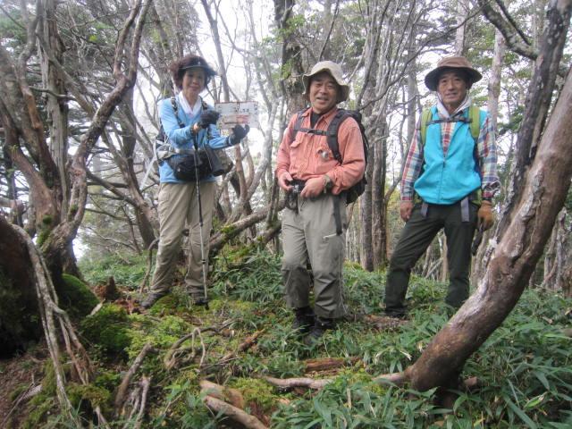 2015912小河内山Ⅱ峰の三角点IMG_1677