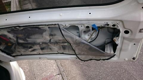 リヤドア修理2