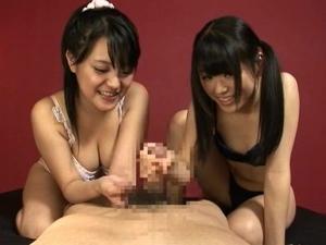 下着姿の童顔痴女娘たちが楽しそうにW亀頭責め手コキで大量射精させる!武藤つぐみ 葉山こころ
