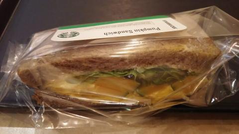 スタバパンプキンサンドイッチ (1)