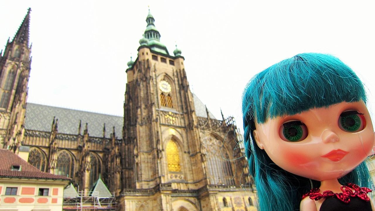 プラハ聖ヴィート教会前で