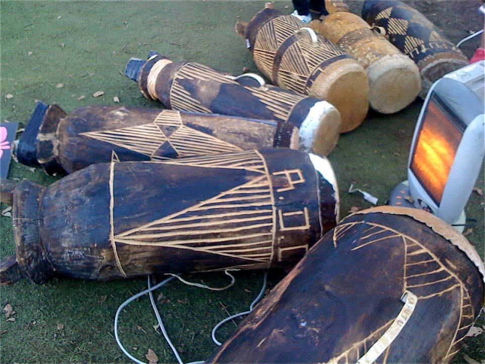 リンゴマ(Li-Ngoma)@Africa Golf Cup@神奈川カントリークラブ ンゴマ(コンゴのドラム)のチューニング中