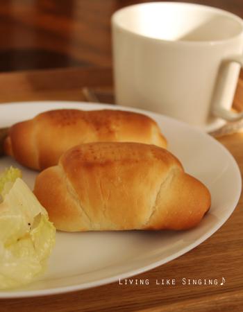 バターロールの朝食