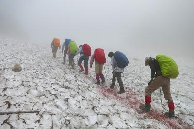 雪渓歩き開始