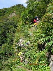 (11H)仙人ダムへの3段の長い鉄梯子の最後(ダムサイトに下りる)_1