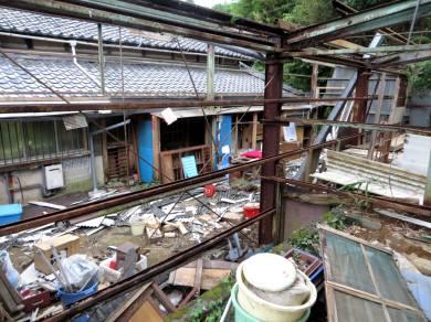 2015_08 29_裏の倉庫解体・4