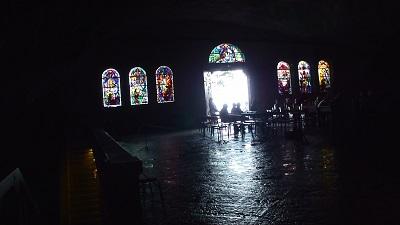 洞窟ステンドグラス