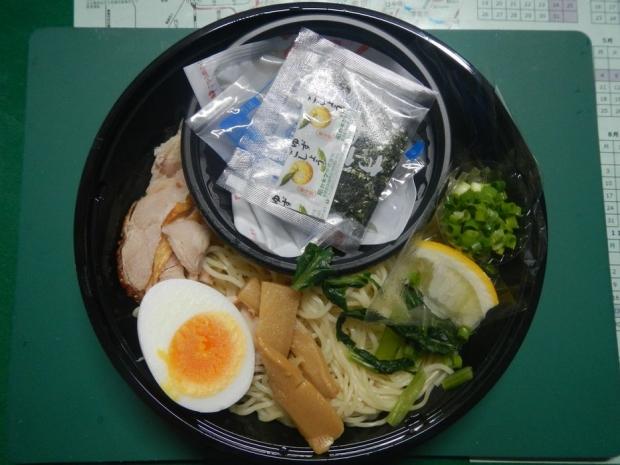 冷やしとりしおつけ麺@ローソン (2)