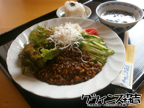クウィンス森吉 ジャージャー麺