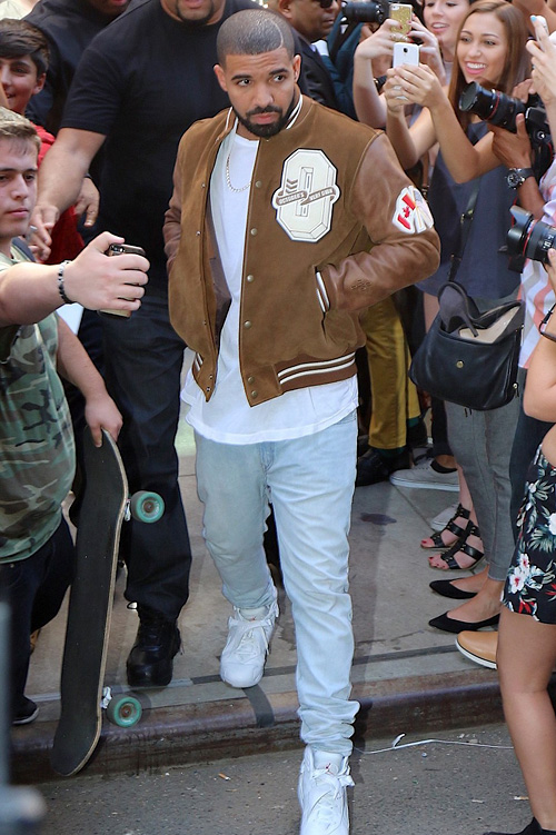 ドレイク (Drake):オクトーバーズ・べリー・オウン(October's Very Own)アーペーセー(A.P.C.)ナイキ(Nike)