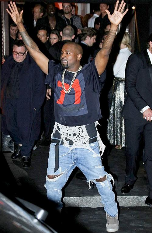 カニエ・ウェスト(Kanye West) :ドリス・ヴァン・ノッテン(Dries Van Noten)フィアオブゴッド(Fear of God) アディダス(Adidas)