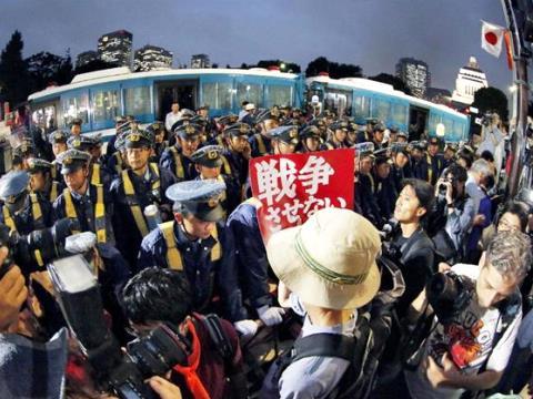 9月18日 産経 安保法制デモ keibi
