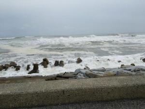 荒れてる波