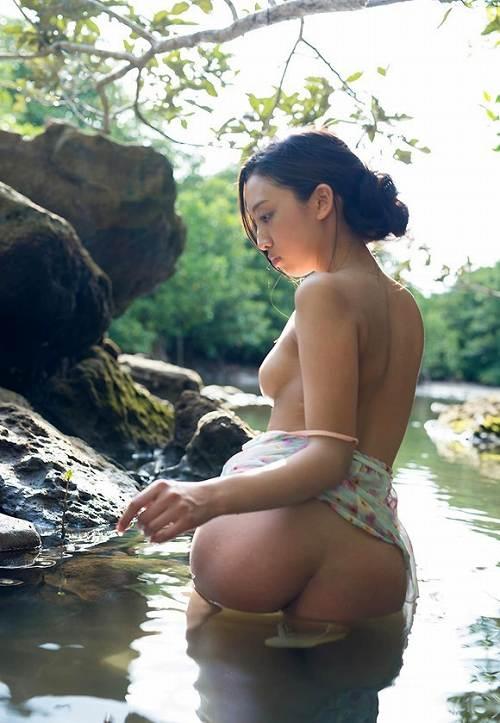 辻本杏美乳おっぱい画像a39