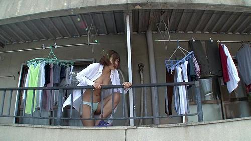 ベランダ全裸女性画像b07