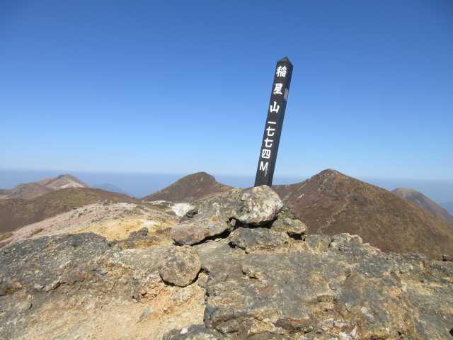 IMG_0080稲星山山頂より中岳、天狗ヶ城を見る