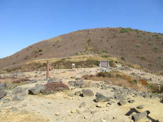 IMG_0108鉾立峠に下りてきました今日は南へ佐渡窪へ下ります