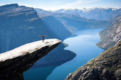 500 05 Doing some yoga on Norways Trolltunga