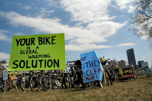 04 500 global-warming 02bike