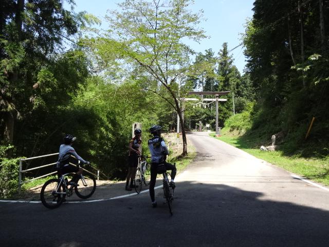 神淵神社への参道
