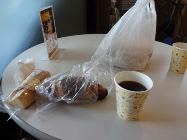 平湯バスターミナルでパン補給