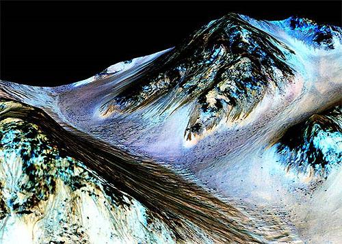 火星に液体の水が流れている