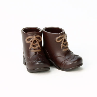 EMMA/Amethyst付属ブーツよりも濃い茶色です